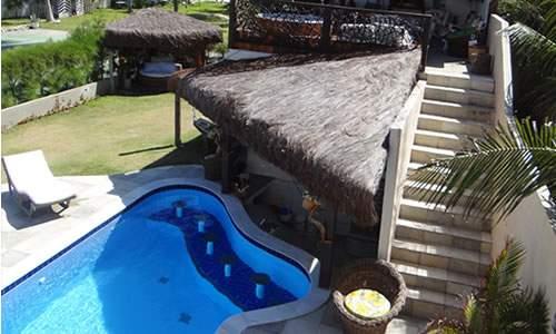Bar molhado da piscina interna na Pousada Maracabana