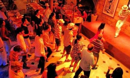 o que fazer na noite de búzios - Pista de dança do Patio Havana