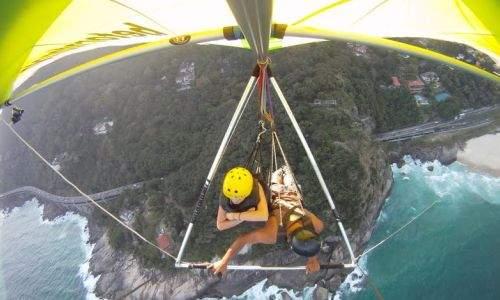 praticando voo livre de asa delta em buzios