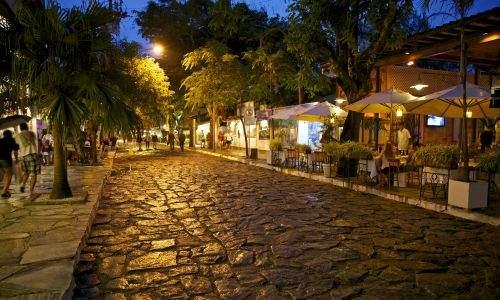 Lua de mel em Búzios - rua das pedras em buzios