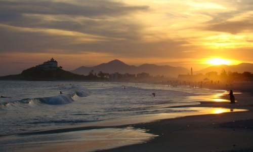 Melhores Praias para Surfar no Brasil - itauna -saquarema RJ