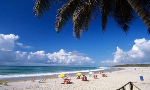 Melhores Praias para Surfar no Brasil - praia do francês Werner ZotzEmbraturDivulgação  (AL)