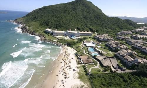 Melhores Praias para Surfar no Brasil - praia do santinho