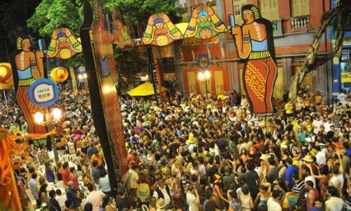 ruas do recife antigo no carnaval