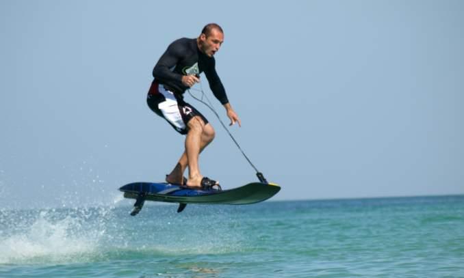Jet surf a nova onda nas praias do Brasil